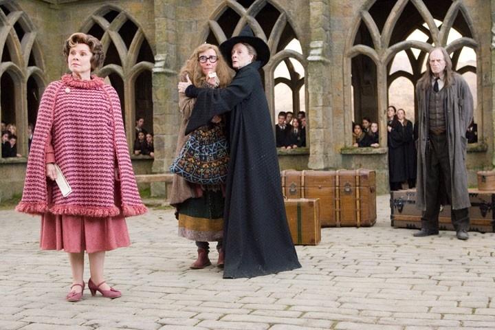 Imelda Staunton, Emma Thompson, Maggie Smith e David Bradley in una scena di Harry Potter e l'Ordine della Fenice