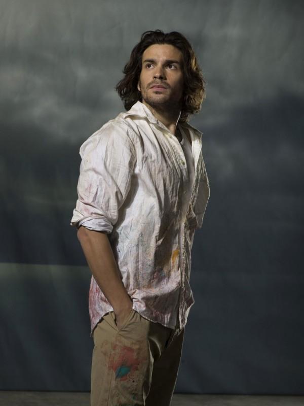 Santiago Cabrera in un'immagine promozionale di 'Heroes'