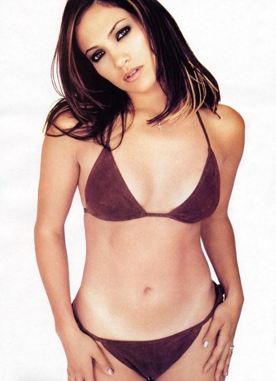 Jennifer Lopez, sexy in lingerie rossa