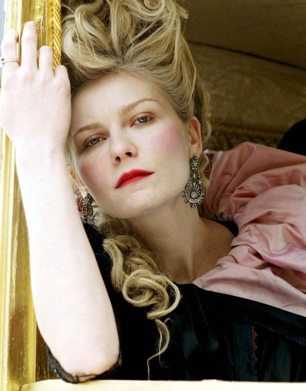 Kirsten Dunst in una sequenza del dramma pop Marie-Antoinette