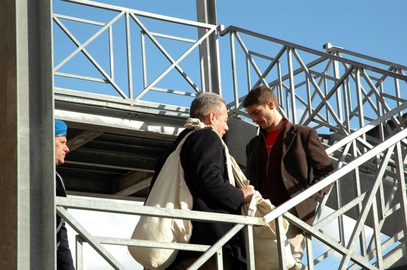Giorgio Colangeli e Giorgio Pasotti in una scena del film L'aria salata