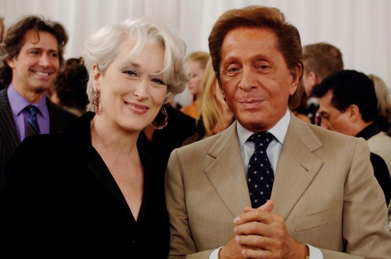 Meryl Streep e lo stilista Valentino in una scena de Il diavolo veste Prada