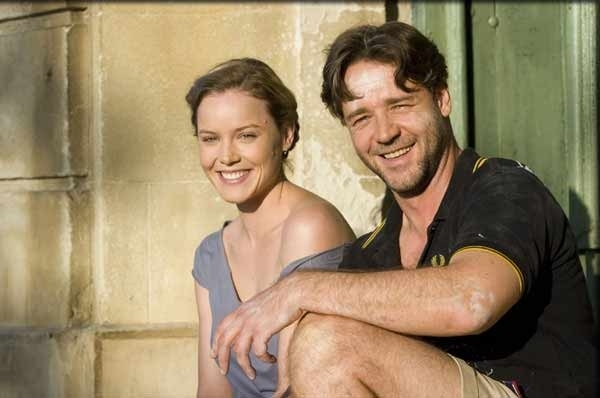 Russell Crowe e Abbie Cornish in una scena del film A Good Year