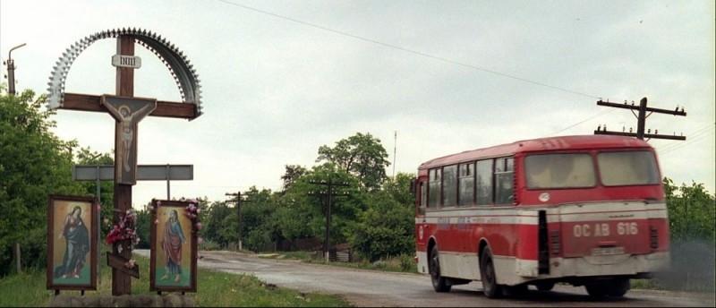 Una scena del film La strada di Levi