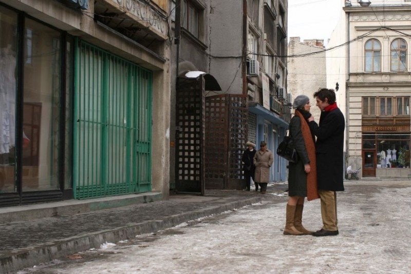 Alexandra Maria Lara e Felix Klare in una scena del film Offset