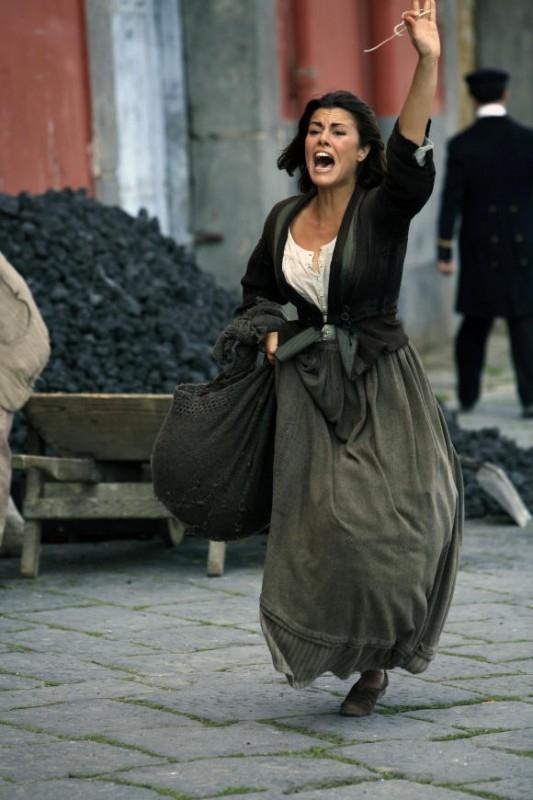 Bianca Guaccero nel dramma Assunta Spina