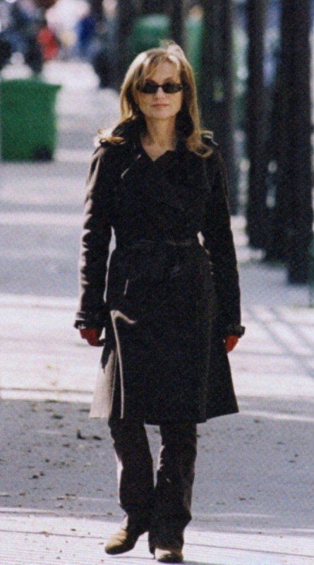 Isabelle Huppert in una scena de La commedia del potere