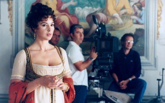 Monica Bellucci sul set del film N (Io e Napoleone)