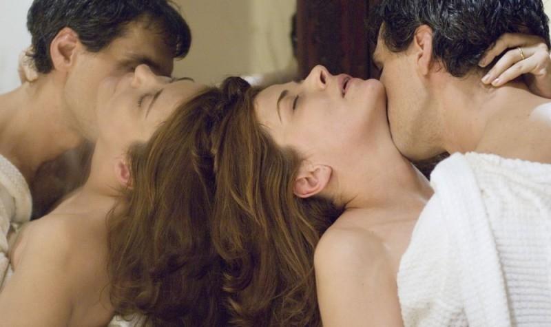 Sandra Ceccarelli e Stefano Dionisi in una scena del film Family Game