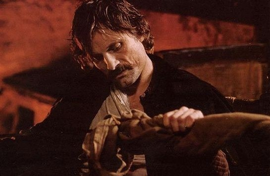 Viggo Mortensen in una scena del film Alatriste