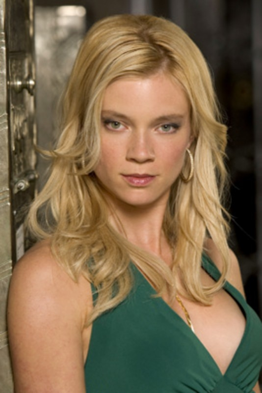 Amy Smart nella serie 'Smith'