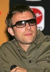 Damon Albarn ad una conferenza stampa