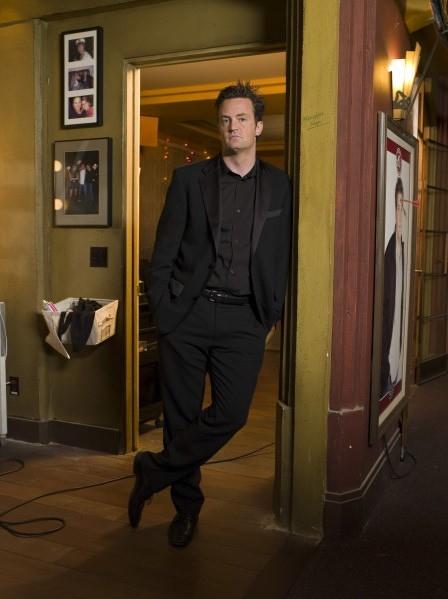 Matthew Perry in una foto promozionale di 'Studio 60'