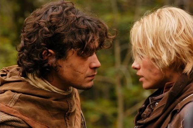 Riccardo Scamarcio accanto a Martina Stella in 'La freccia nera'