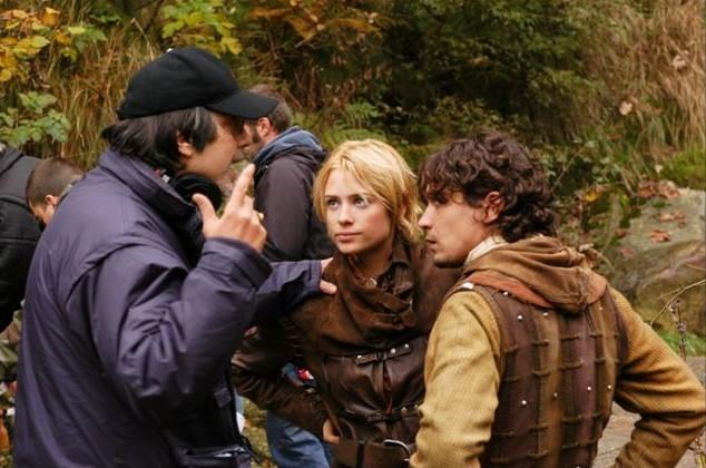 Riccardo Scamarcio e Martina Stella sul set de 'La freccia nera' col regista Fabrizio Costa