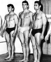 Sean Connery (al centro in slip bianchi) durante il concorso per Mister Universo, nel 1950