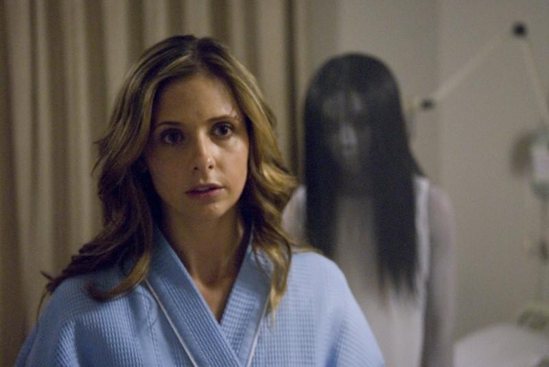 Sarah Michelle Gellar in una scena dell'horror The Grudge 2