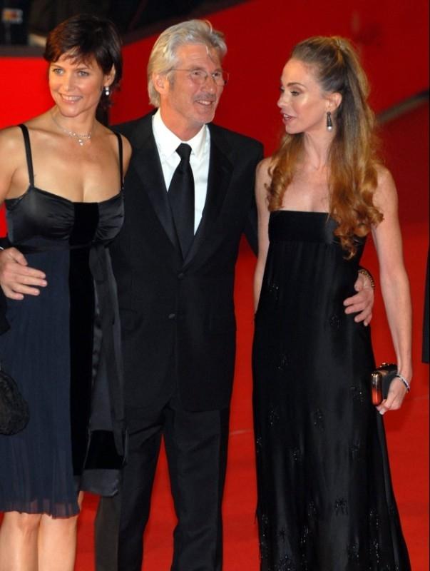 Festa del Cinema di Roma 2006: Richard Gere presenta 'L'imbroglio'. L'attore è in compagnia di Carey Lowell e Yvonne Sciò