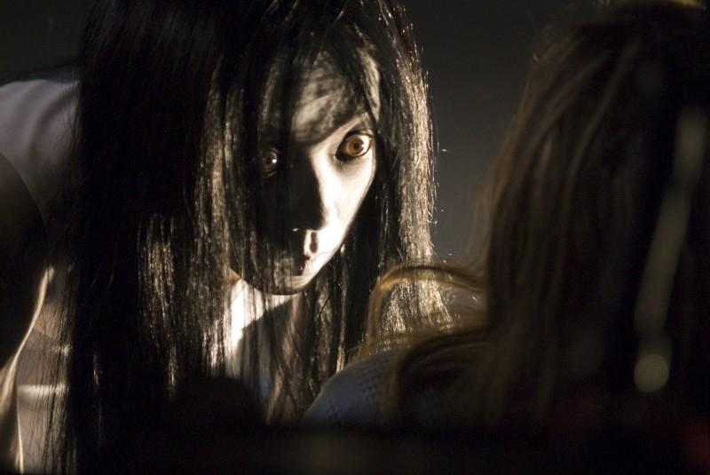 Takako Fuji in una scena del film The Grudge 2