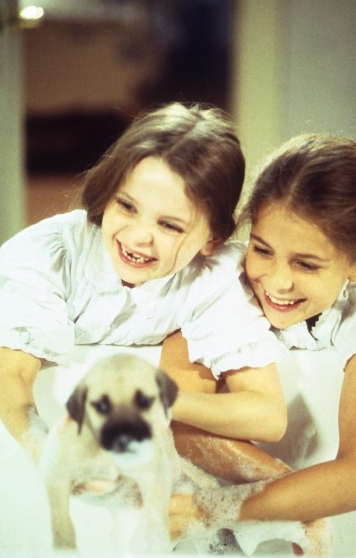 Abigail Breslin e Makenzie Vega in una scena di Chestnut