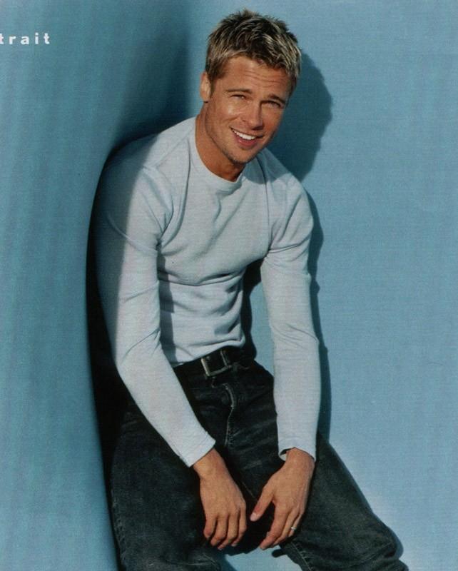 un sorridente Brad Pitt
