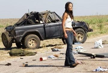 Jordana Brewster in una scena dell'horror Non aprite quella porta: l'inizio