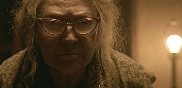Marietta Marich in una scena inquietante di The Texas Chainsaw Massacre: The Origin