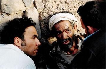 Alejandro González Iñárritu sul set di Babel