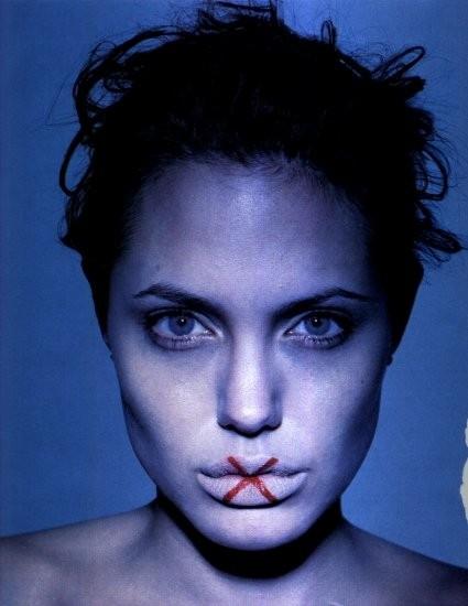 ritratto in blu per Angelina Jolie
