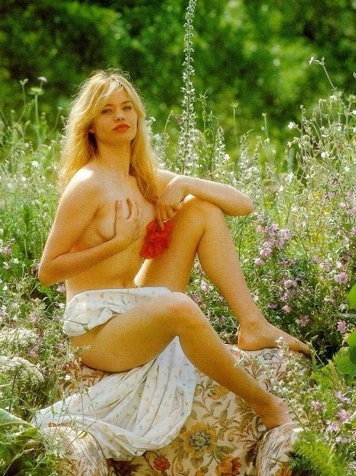 Anna Falchi in versione sexy-bucolica
