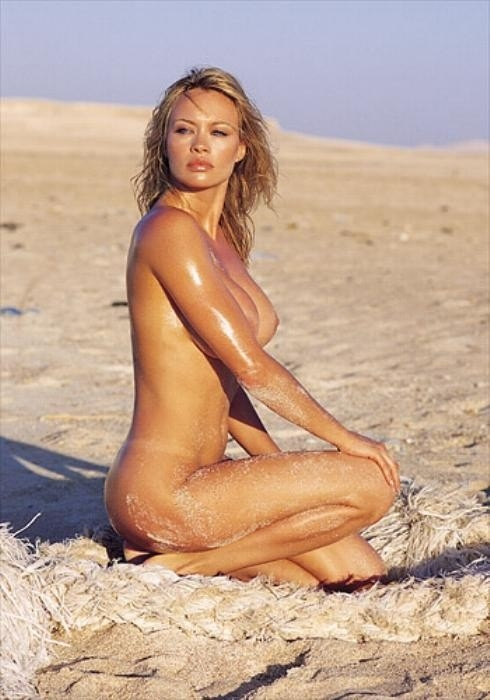 Anna Falchi nuda e solare