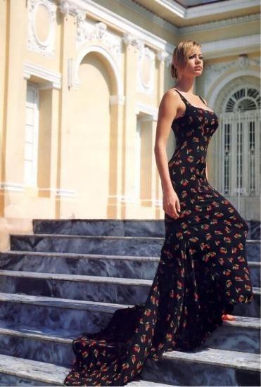 un'elegante Anna Falchi