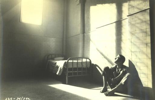 Matthew Modine in una scena del dramma Birdy, le ali della libertà