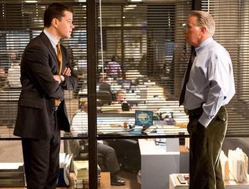 Matt Damon e Martin Sheen in una scena di The Departed