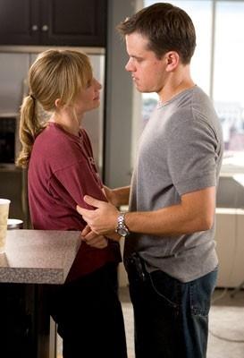 Matt Damon e Vera Farmiga in una scena di The Departed