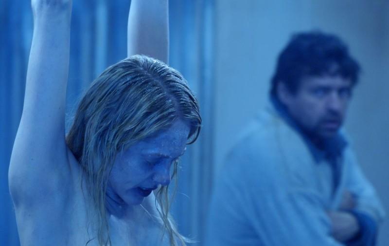 Angus MacFadyen e Debra McCabe in una scena di Saw 3