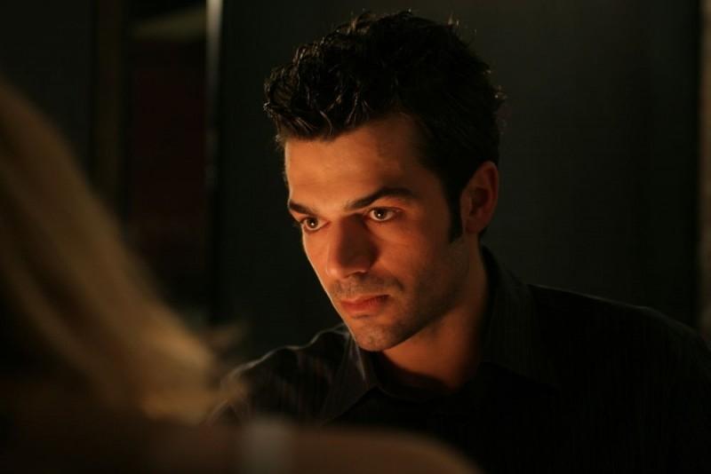 Luca Argentero in una scena del film A casa nostra