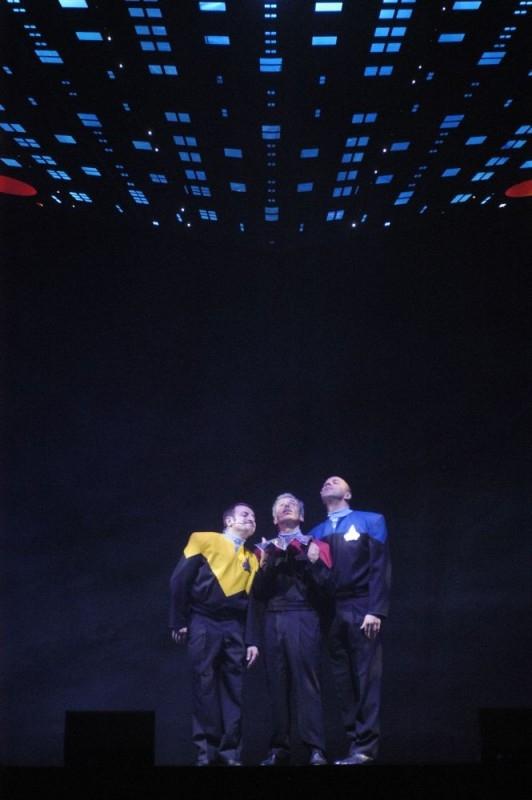 Aldo, Giovanni e Giacomo in una sequenza del film Anplagghed al cinema