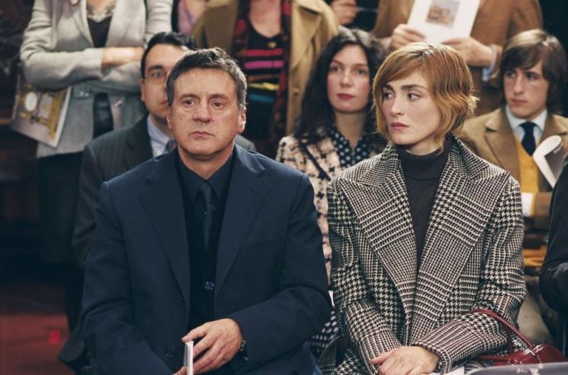 Daniel Auteuil con Julie Gayet in una scena del film Il mio migliore amico
