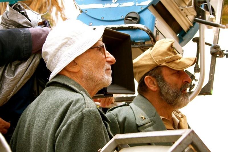 Mario Monicelli e Alessandro Haber sul set del film Le rose del deserto