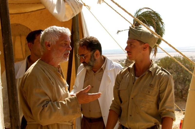 Michele Placido, Alessandro Haber e Giorgio Pasotti in una scena del film Le rose del deserto