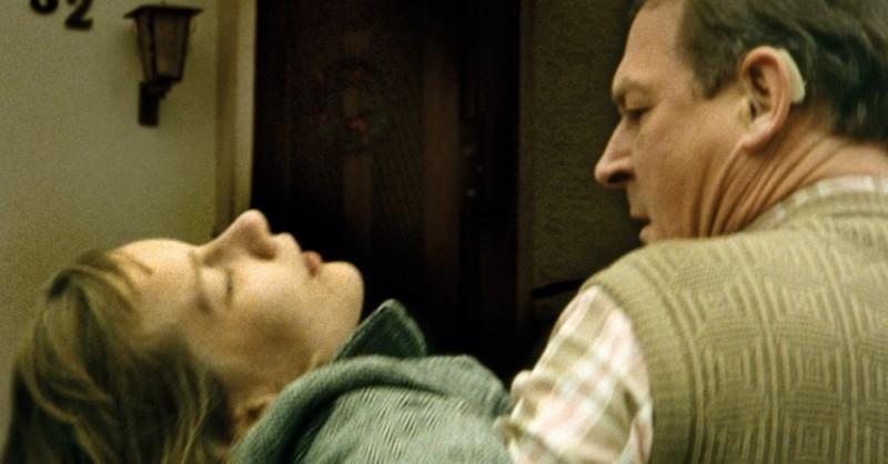 Sandra Hüller e Burghart Klaußner in una scena del film Requiem