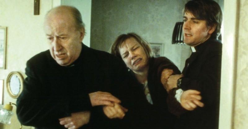 Sandra Hüller in una scena del film Requiem