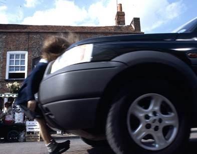 Daniella Byrne in una scena del film L'ultima porta