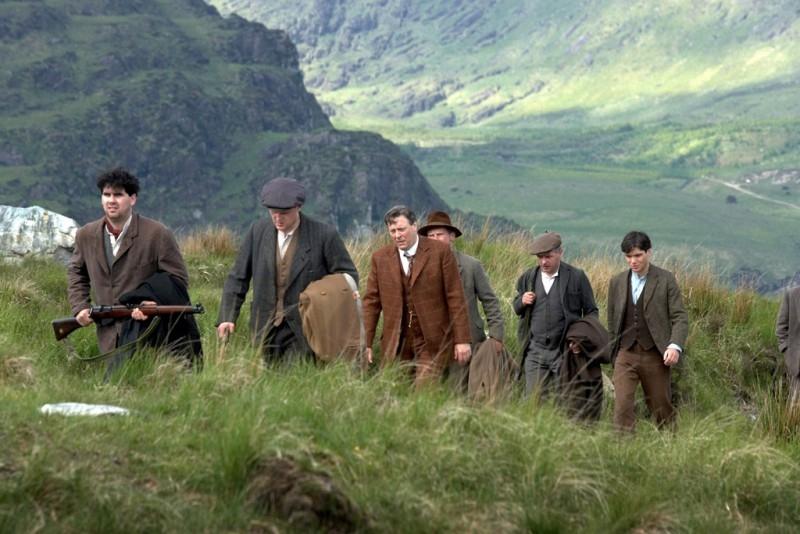 Una scena del film Il vento che accarezza l'erba