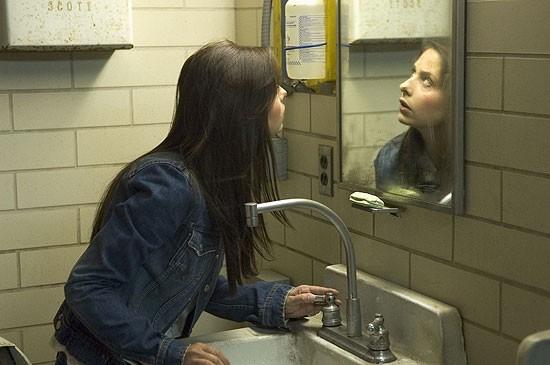 Sarah Michelle Gellar in una sequenza del thriller The Return