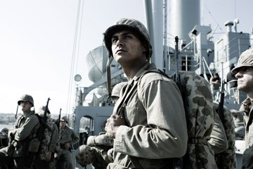 Adam Beach in una immagine di Flags of Our Fathers