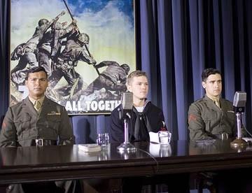 Adam Beach,Ryan Phillippe e Jesse Bradford in una scena di Flags of Our Fathers