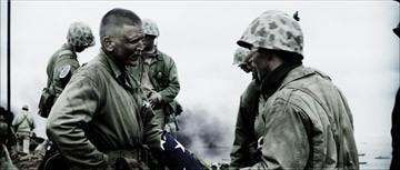 Barry Pepper in una scena di Flags of Our Fathers diretto da C. Eastwood