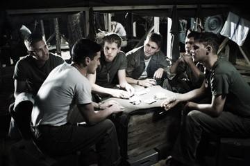 Paul Walker, Jesse Bradford, Stark Sands, Scott Reeves, Adam Beach e Joseph Cross in una scena di Flags of Our Fathers